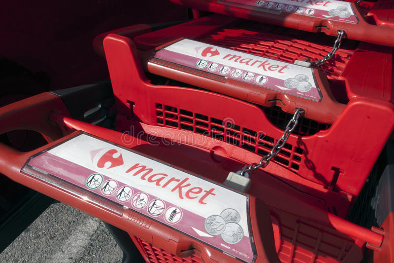 Carrefour wózek na zakupy zdjęcia royalty free