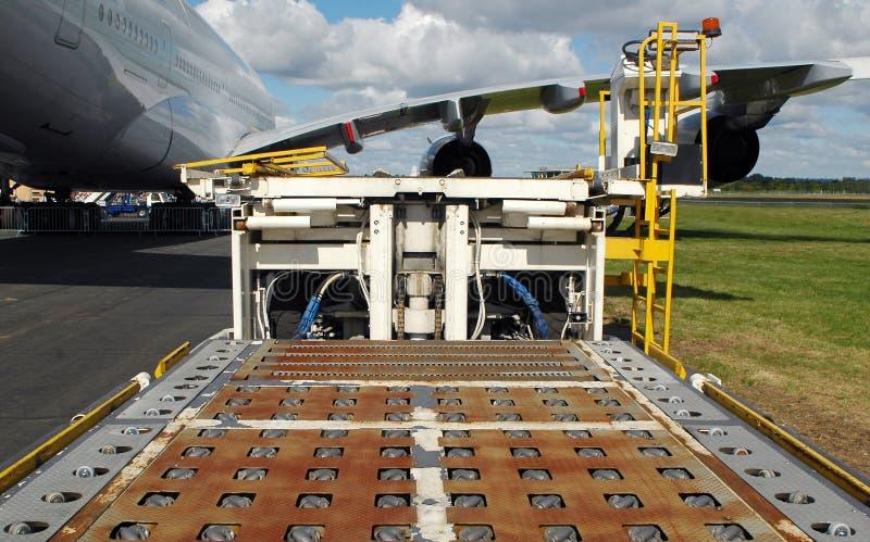 Carregador da carga do aeroporto fotografia de stock