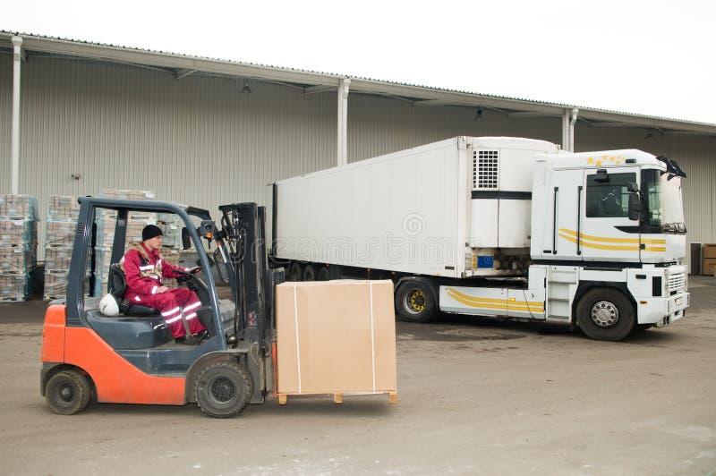 Carregador do Forklift no armazém fotos de stock