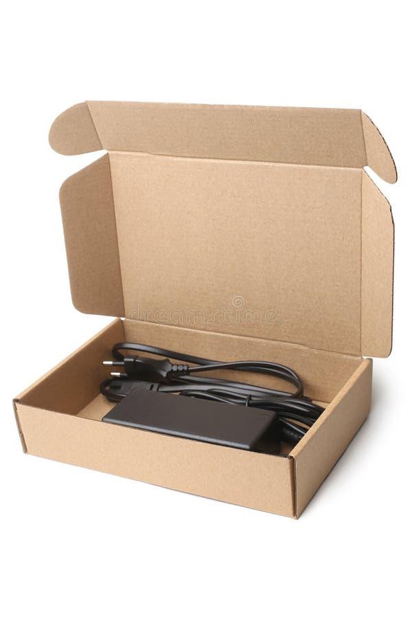 Carregador do portátil na caixa de cartão imagem de stock royalty free