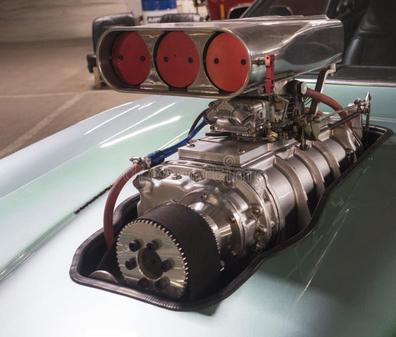 Carregador do turbocompressor no motor do carro de corridas imagem de stock royalty free