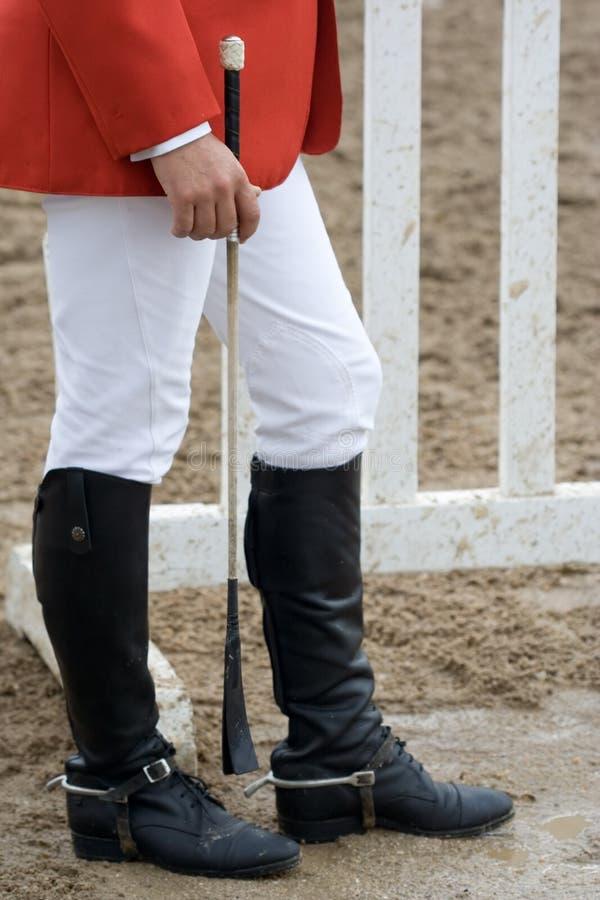 Carregadores de equitação desgastando do jóquei imagens de stock