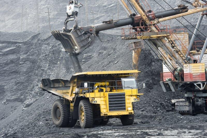 Carregamento de carvão imagem de stock royalty free