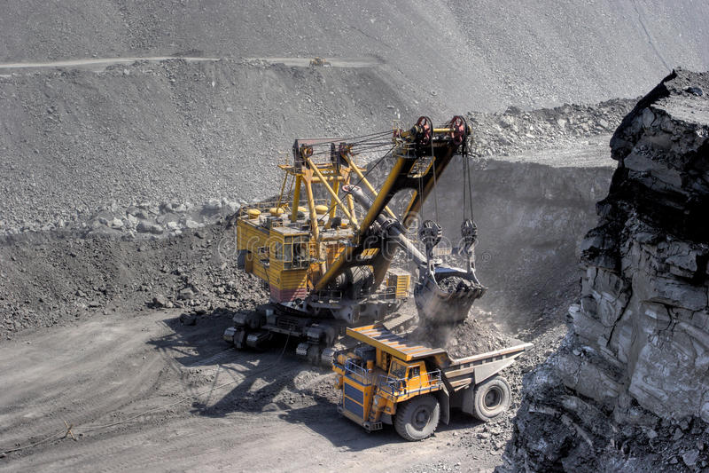 Carregamento de carvão. fotografia de stock