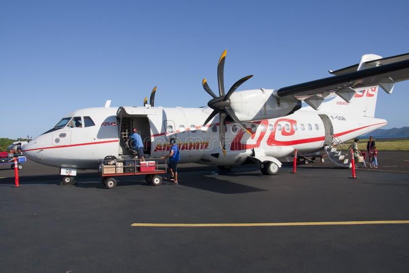 Carregamento de Tahiti ATR42 do ar foto de stock