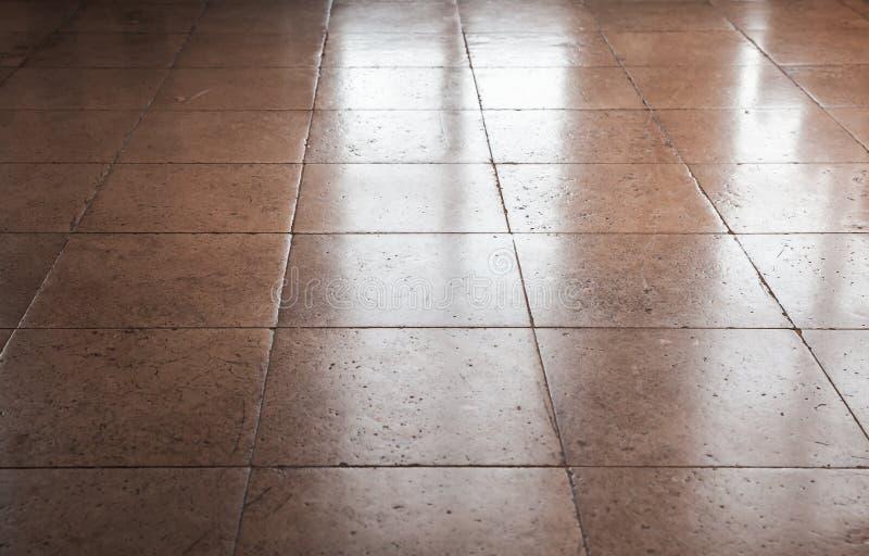 Carrelage en pierre brun brillant de plancher, fond photos stock