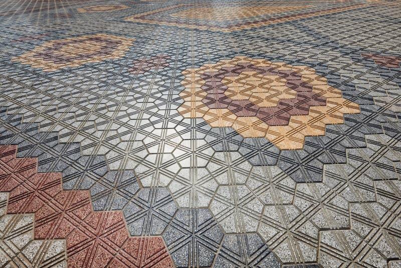 Carrelages colorés présentés dans un dessin géométrique images libres de droits