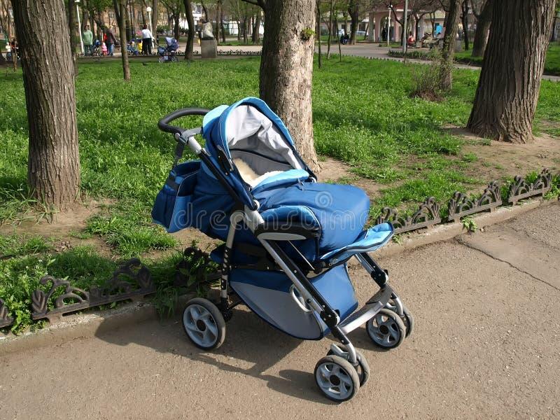 Carrello ambulante dei bambini. fotografia stock libera da diritti