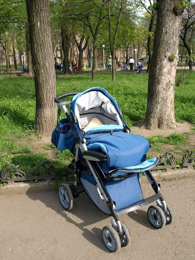 Carrello ambulante dei bambini. immagine stock