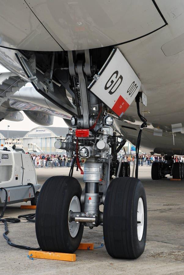Carrello di atterraggio di radiatore anteriore del Airbus A380 fotografia stock