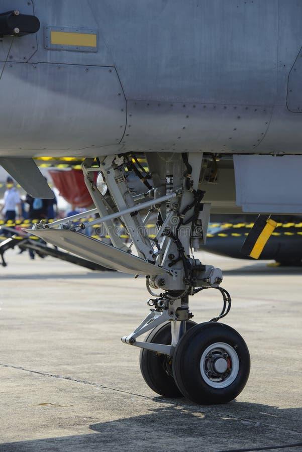 Carrello di atterraggio di naso dell'aereo di combattimento militare immagini stock libere da diritti