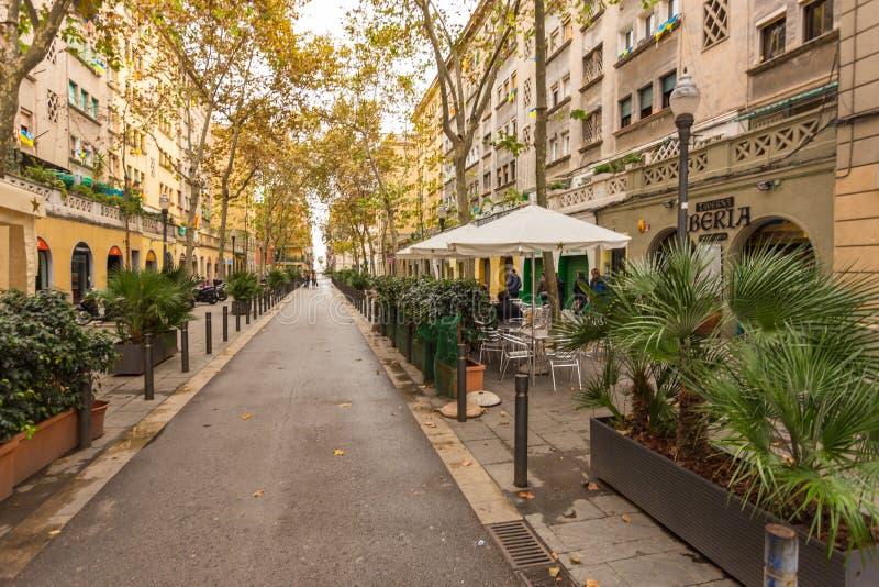 Carrer de Sant Carles, via stretta al centro della città, Barcellona, Spagna fotografia stock libera da diritti