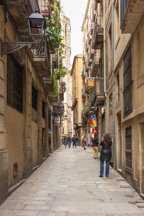 Carrer del Paradis, via stretta al centro della città, Barcellona, Spagna fotografia stock libera da diritti