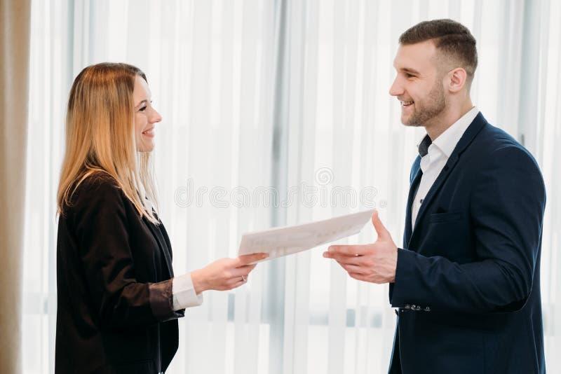 Carrera de alquiler del negocio del trabajo del acuerdo de empleo imagen de archivo