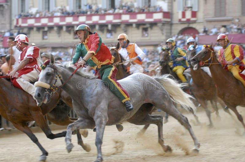 Carrera de caballos del palio de Siena fotografía de archivo