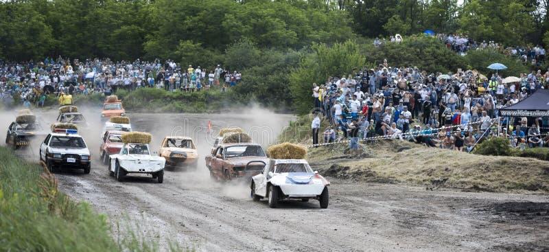 Carrera de coches para la supervivencia en la demostración de la pista de Bizon fotografía de archivo