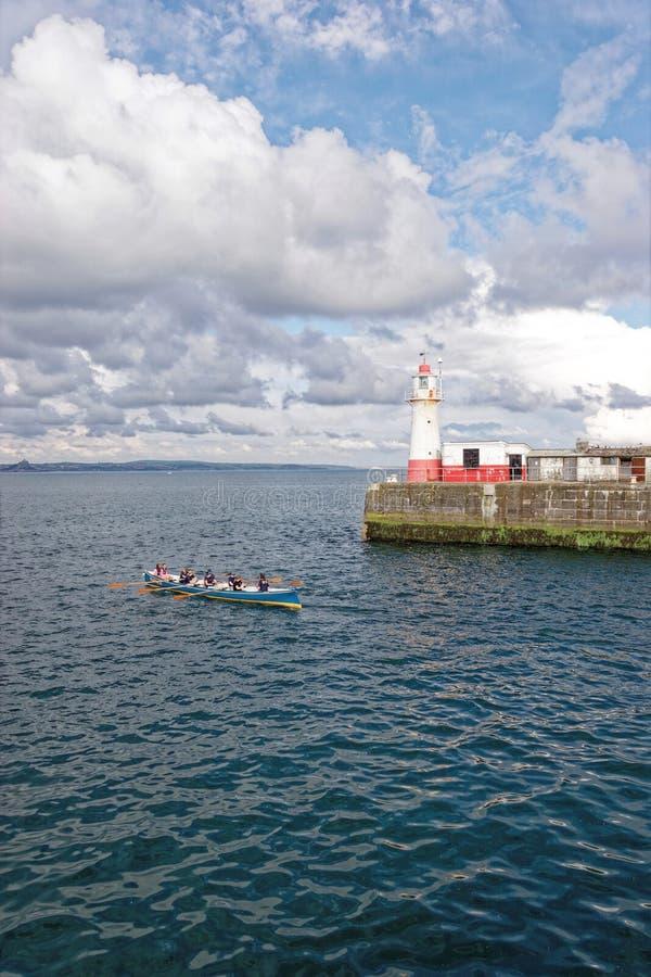Carrera Gig en el nuevo puerto Cornwall Inglaterra imagen de archivo