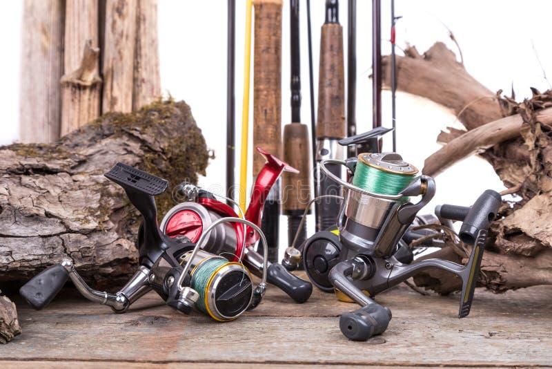 Carretéis e hastes da pesca com placas e senão imagens de stock royalty free