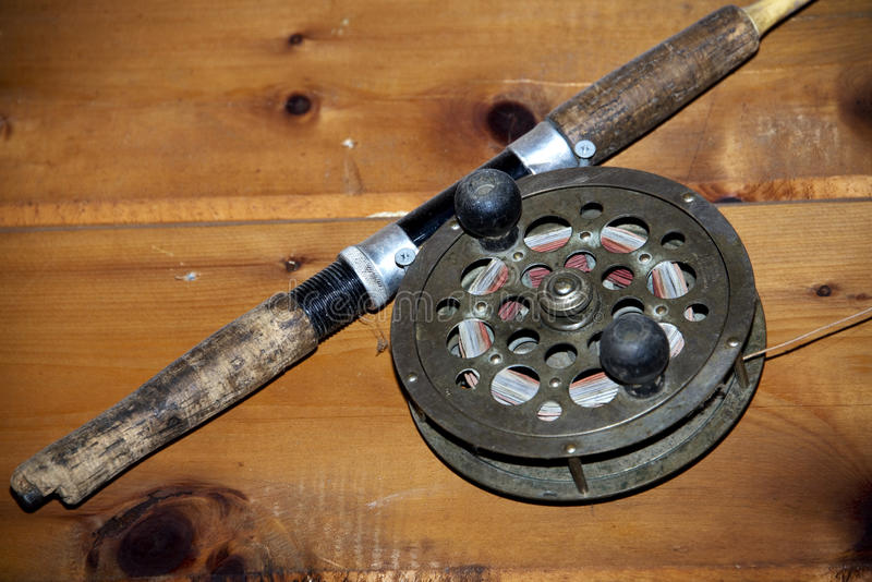 Carrete antiguo de la pesca fotos de archivo libres de regalías