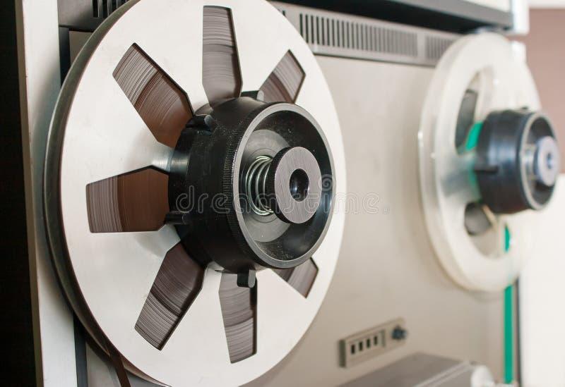 Carrete con el primer de la cinta magnética fotografía de archivo libre de regalías