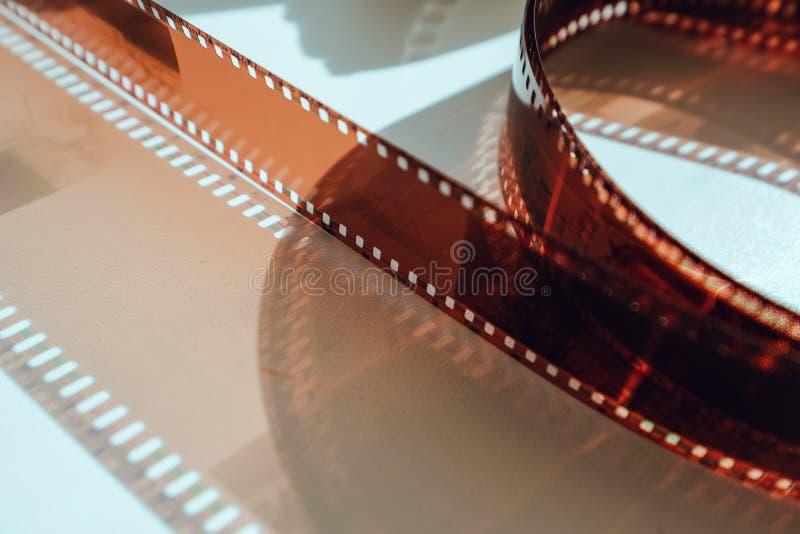 Carretel de filme velho gravado acima de próximo imagem de stock
