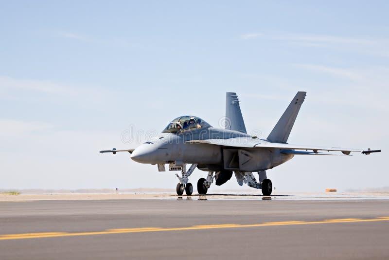 Carreteo del avispón F-18 imagenes de archivo