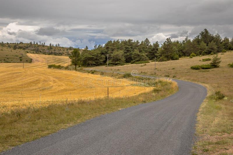 Carretera con curvas Cevennes fotos de archivo libres de regalías