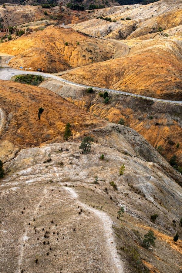Carretera con curvas en Queenstown Tasmania foto de archivo libre de regalías