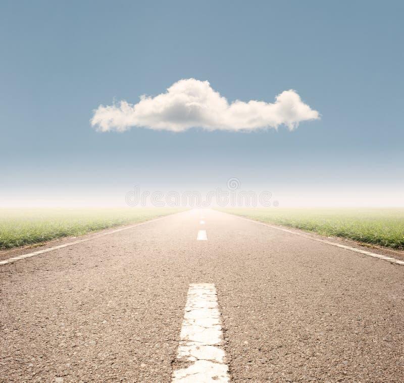 Carretera de asfalto al horizonte imagen de archivo