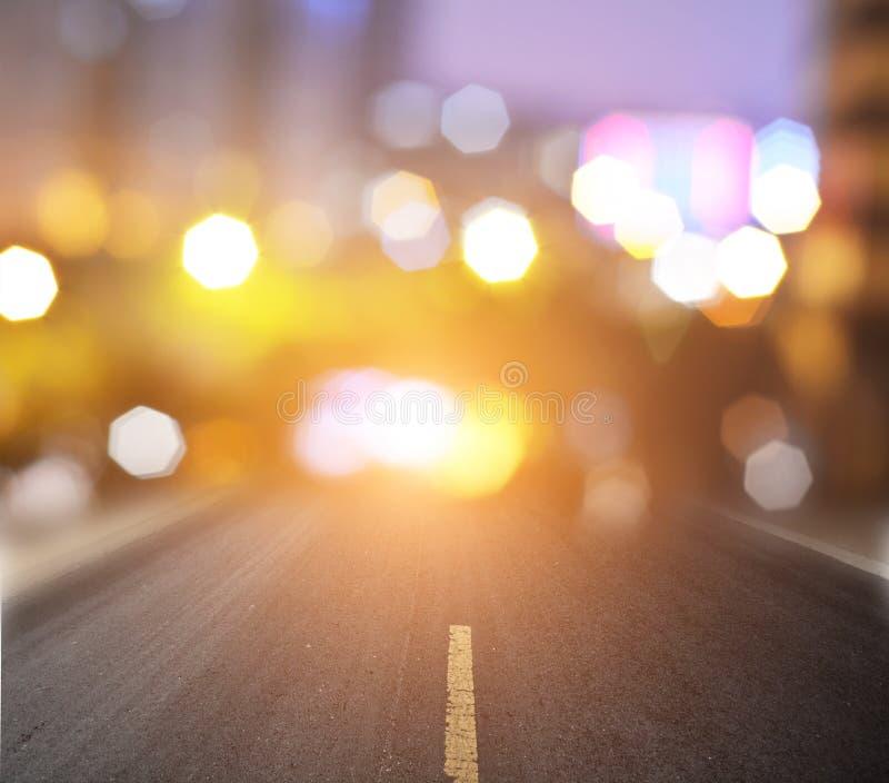 Carretera de asfalto recta con las líneas de la marca fotografía de archivo libre de regalías
