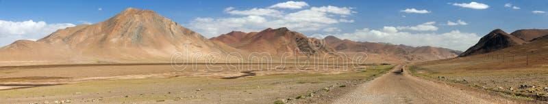 Carretera de Pamir de las montañas de Pamir, panorama hermoso del paisaje de Tayikistán, carretera de Pamir, tejado del mundo fotos de archivo