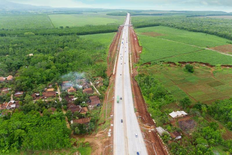 Carretera de peaje de Ungaran con residencial en Java central fotos de archivo libres de regalías
