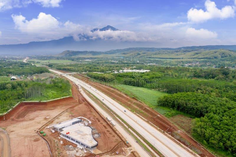 Carretera de peaje de Ungaran debajo del cielo azul fotografía de archivo