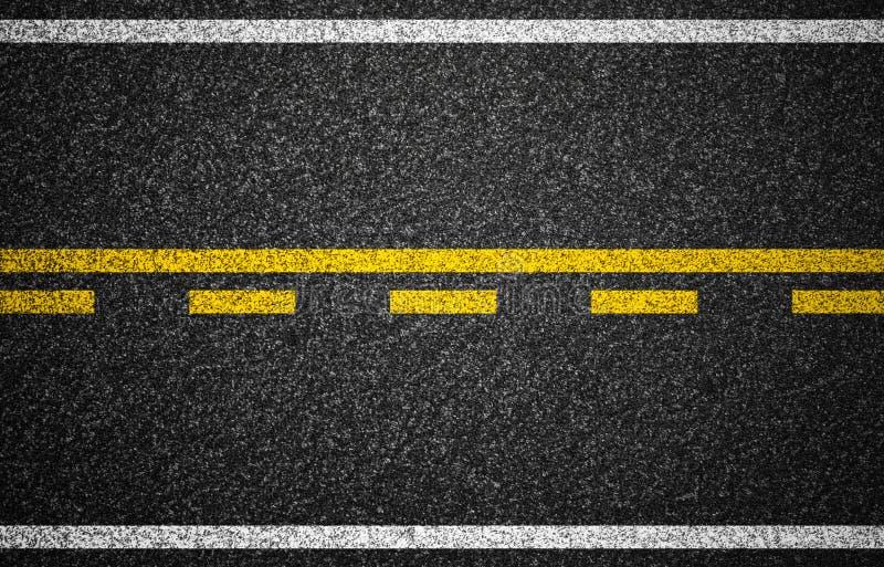 Carretera del asfalto con textura de las marcas de camino fotos de archivo libres de regalías