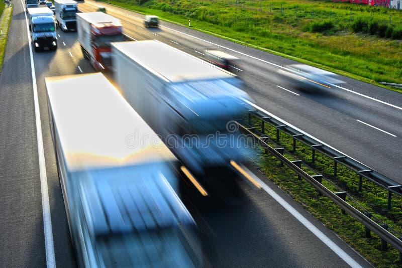 Carretera del controlado-acceso de cuatro carriles en Polonia imagen de archivo libre de regalías