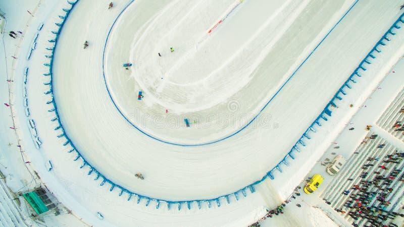 Carretera del invierno en el hielo foto de archivo libre de regalías