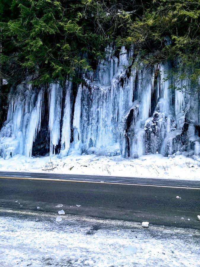 Carretera del lazo de la montaña del invierno fotografía de archivo libre de regalías