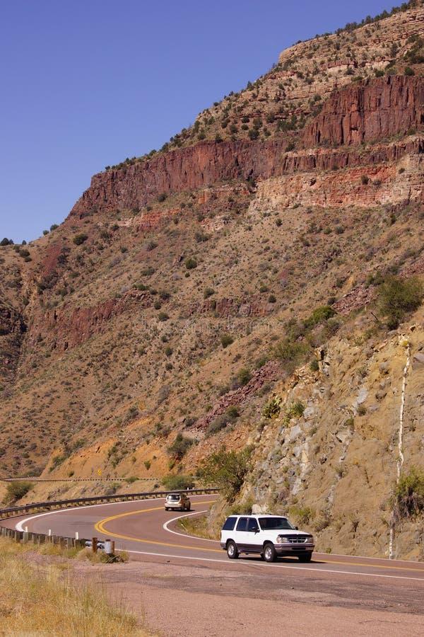 Carretera a lo largo del valle escarpado foto de archivo