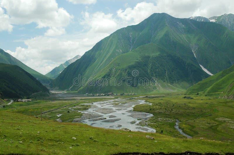 Carretera militar georgiana, el Cáucaso foto de archivo
