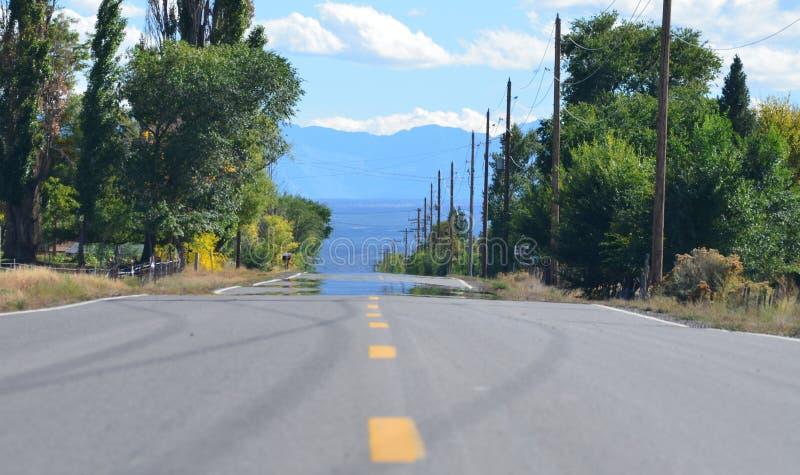 Carretera nacional en la inclinación occidental de Colorado imagenes de archivo
