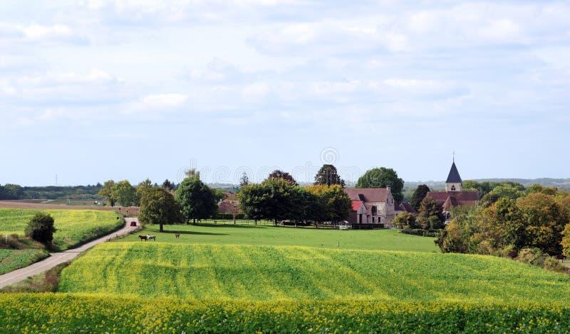 Carretera nacional y granja en el país de Vexin fotos de archivo libres de regalías