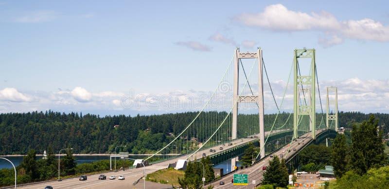 Carretera 16 Puget Sound que cruza sobre el puente de estrechos de Tacoma imágenes de archivo libres de regalías