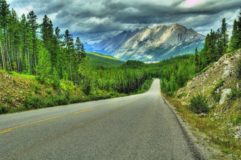 Carretera Rockies HDR de la montaña fotografía de archivo libre de regalías