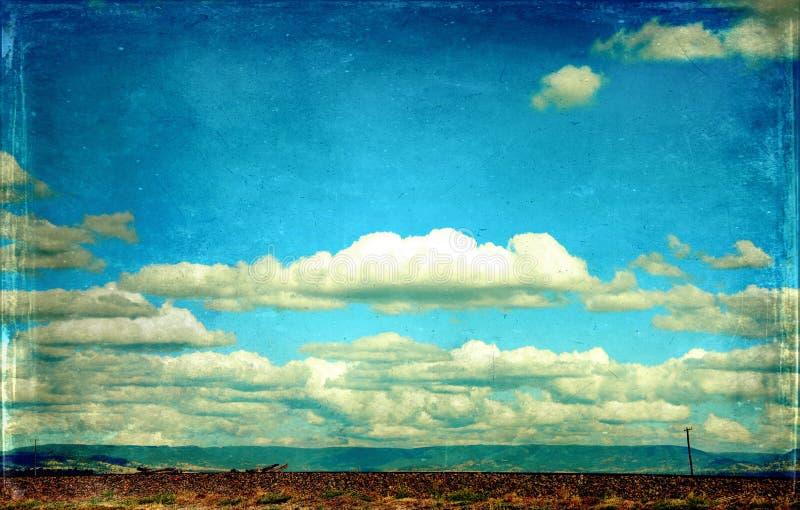 Carretera texturizada grunge del vintage en paisaje rural fotografía de archivo libre de regalías