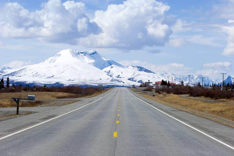 Carretera a través de Alaska imágenes de archivo libres de regalías