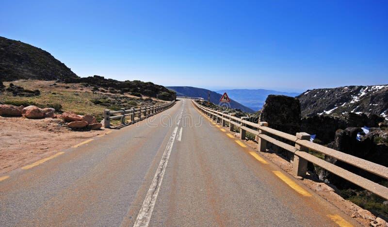 Download Carretera Vacía En Las Montañas, Portugal Foto de archivo - Imagen de azul, marca: 41901526