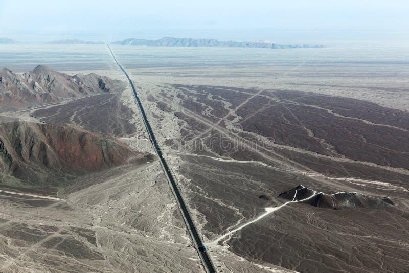 Carretera y la meseta de Nazca fotografía de archivo