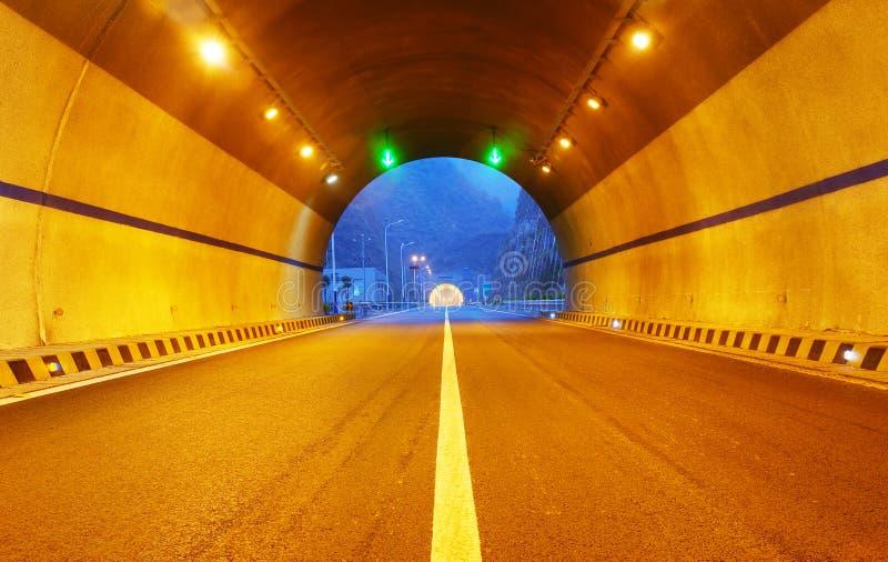 Carretera y túnel imagen de archivo libre de regalías