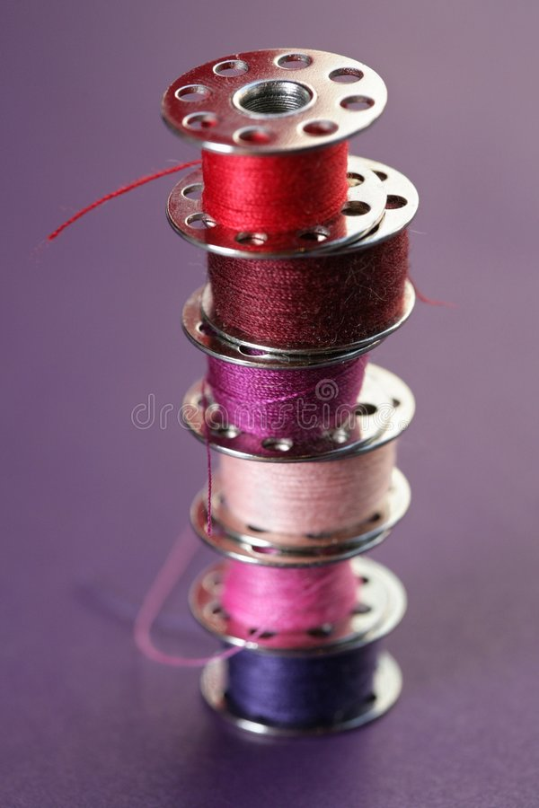 Carretes coloridos de la cuerda de rosca imagen de archivo libre de regalías