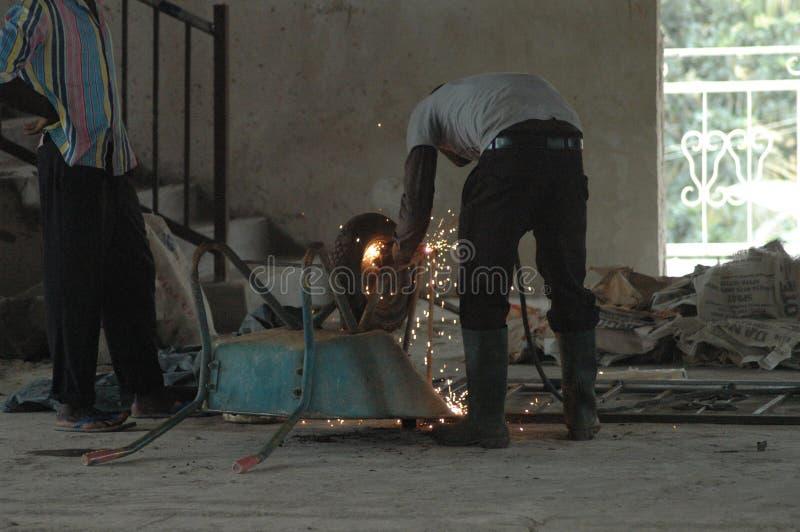 Carretilla de la soldadura del soldador en Ghana foto de archivo libre de regalías